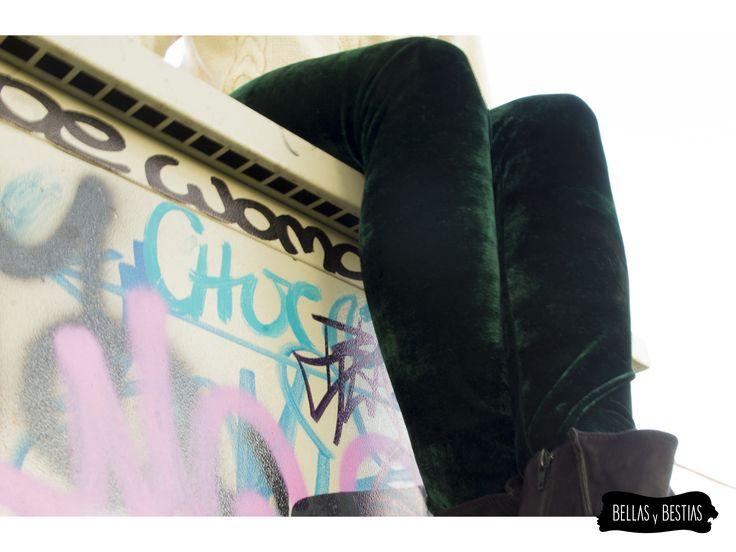 Calza de Terciopelo, verde. $ 8.000  - Talla standard - Costuras reforzadas - Pretina alta  CÓDIGO BBCALVE  * Se pueden mandar a hacer tallas más grandes. Consultar vía inbox.  http://www.facebook.com/tiendabellasybestias
