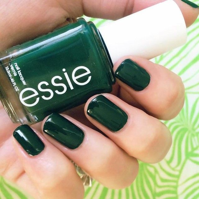 Still pretending I'm under the Florida palm trees by wearing #Essie {Off Tropic} - a