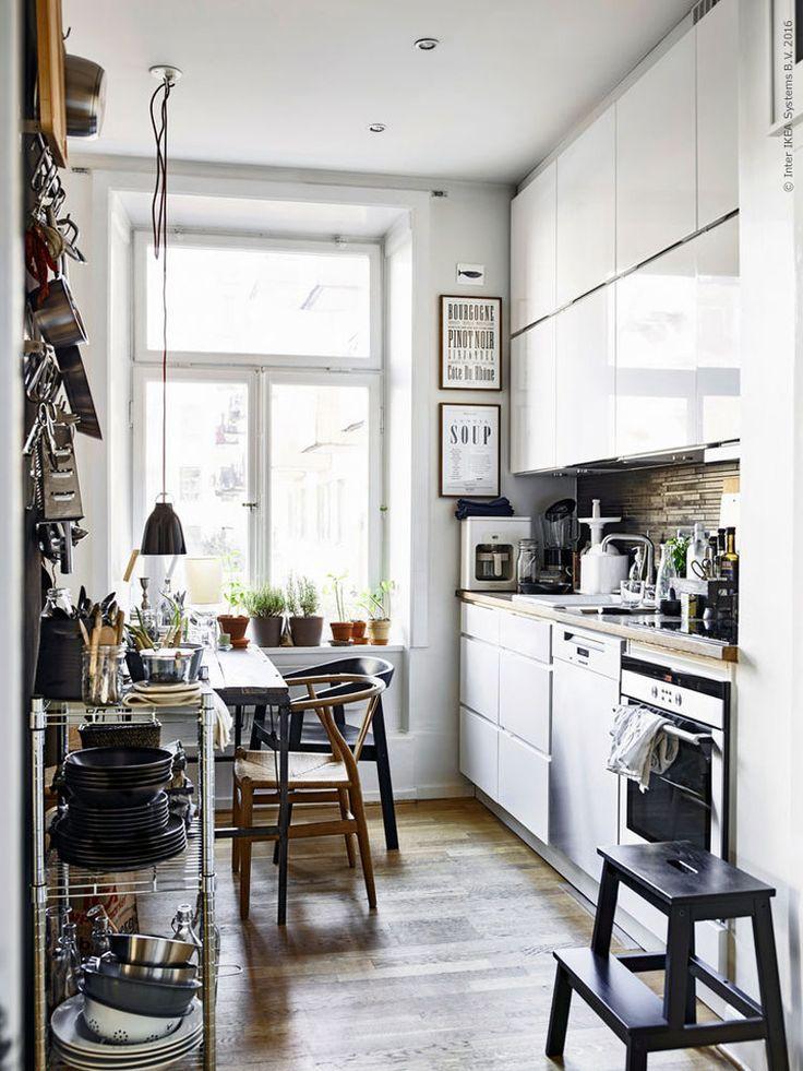 RINGHULT ladefront | Deze pin repinnen wij om jullie te inspireren. IKEArepint IKEA IKEAnederland IKEAnl keuken koken eten diner eetkamer METOD keukensysteem veelzijdig wit hoogglans inspiratie wooninspiratie interieur wooninterieur