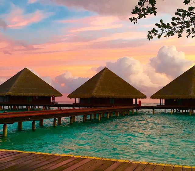 Sunset hut #jogophotography #maldives #islandlife #sunset #clouds #ocean #jetty #summerholiday