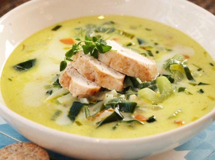 Denne suppen er ypperlig til alle anledninger. Den er enkel å tilberede, Server suppen med brød.