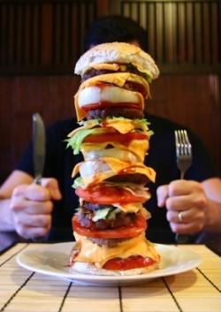 Huge burger! / Burger géant !