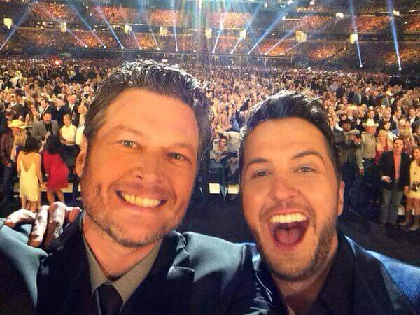 Blake Shelton & Luke Brian taking a selfie. #ACMawards50