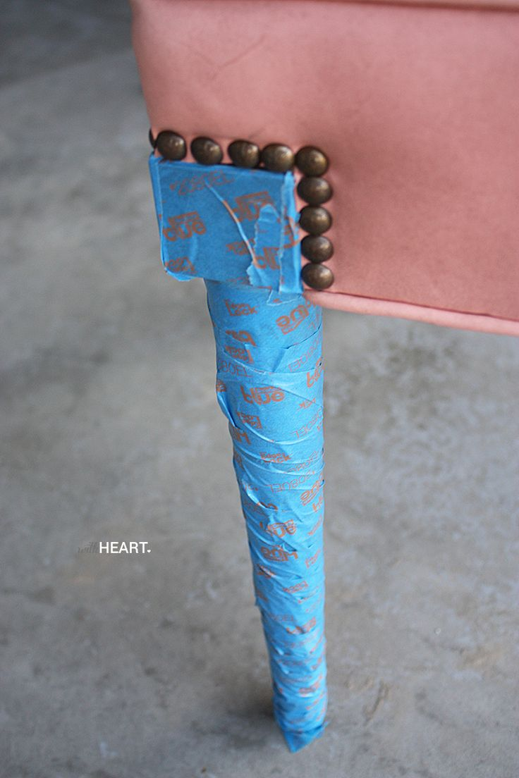 DIY: SPRAY PAINT VINYL CHAIRS - withHEART