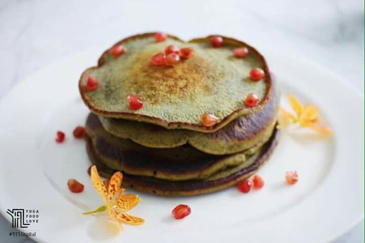 Your Sunday brunch deserves some zen with the MyMaha matcha pancakes. You can make these at home with The Matcha Warrior and the free mini recipe book that comes with each order.   shop.mymaha.com #YFLSharingAmbassador #YFLfamily #YogaFoodLove #Organic #Vegan #PlantBased #Healthy #YFL