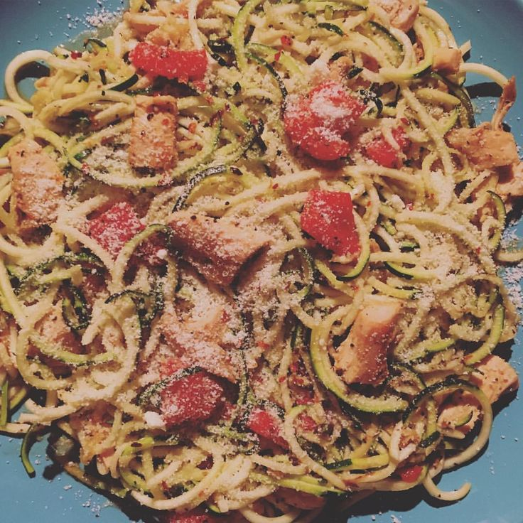 Tonight I made Lemon Garlic Chicken Zoodles from @miketheironyou. I substituted roasted red peppers instead of tomatoes and used Pam spray instead of oil. A nice big plate for only 2sp! #weightwatchers