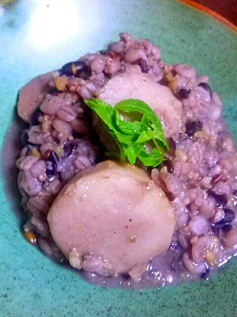 里芋の十五穀米がトロリとからんで美味しい~~♪ お出汁と白味噌!!柚子こしょうがポイント(*・∀-)b - 40件のもぐもぐ - 里芋と十五穀米のぴりっと煮(。•̀ω-)☆ by ゆず( ˘ ³˘)♥