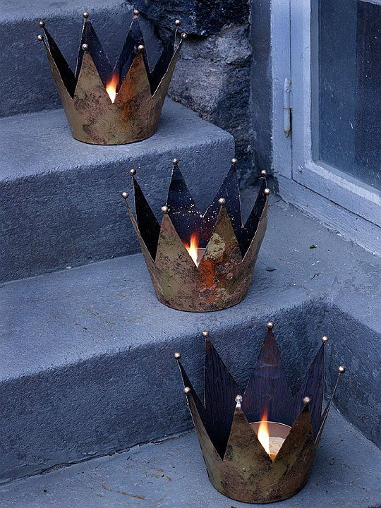 pretty crowns ...I will do small and big ones.
