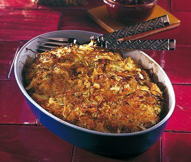 Kålpudding på klassiskt vis är svindlade god husmanskost, som är enkel att tillaga. Kålpuddingens ingredienser är bland annat köttfärs och mumsig kål. Kålpuddingen serveras tillsammans med kokt potatis och lingonsylt.