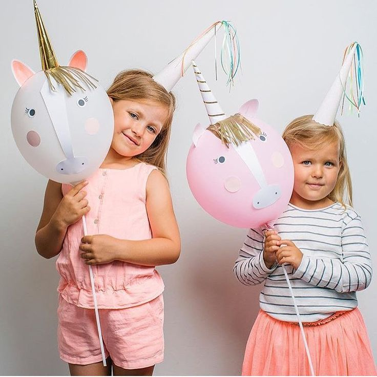 «We've just wrapped up a unicorn party & everywhere I look there are unicorns! These unicorn balloon kits from @merimeriparty will be available from…»