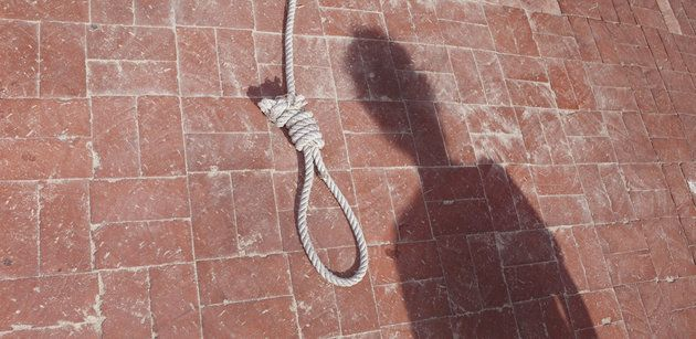 Federal Employee Leaves Noose On Black Co-Worker's Desk | HuffPost