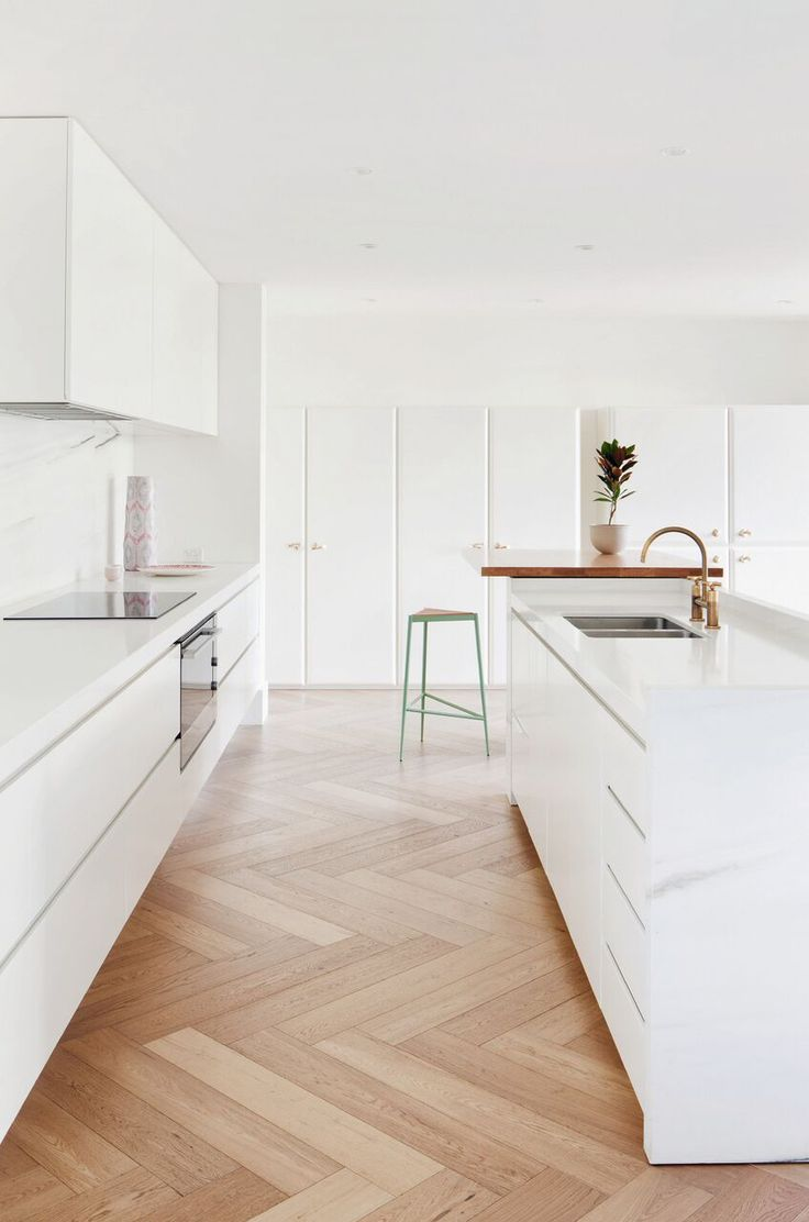 Toorak Residence designed by Hecker Guthrie is an example of local Australian interior design with stunning kitchenware supplied by Fisher & Paykel.