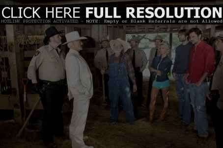 Burt Reynolds - L-r: M.C. GAINEY as Roscoe P. Coltrane, BURT REYNOLDS as Boss Hogg, WILLIE NELSON as Uncle Jesse, JESSICA SIMPSON as Daisy Duke, SEANN WILLIAM SCOTT as Bo Duke and JOHNNY KNOXVILLE as Luke Duke in Warner Bros. Pictures' and Village Roadshow Pictures&# - 454 x 302
