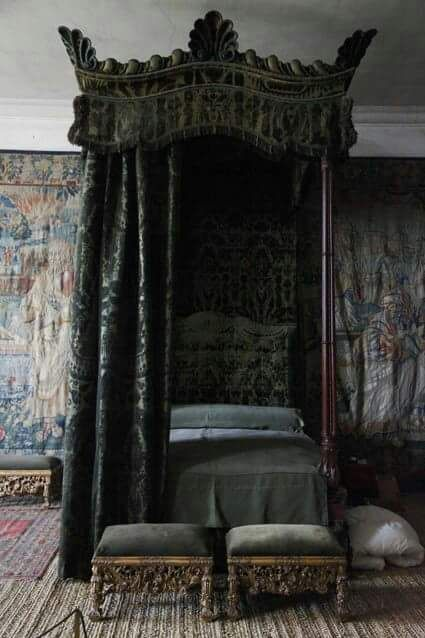 Gothic bed Damask wallpaper bedroom, Victorian canopy beds