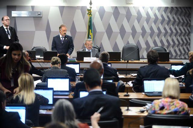Drª Júlia Oliveira - Advogados & Associados: Aprovada PEC que transfere causas trabalhistas con...