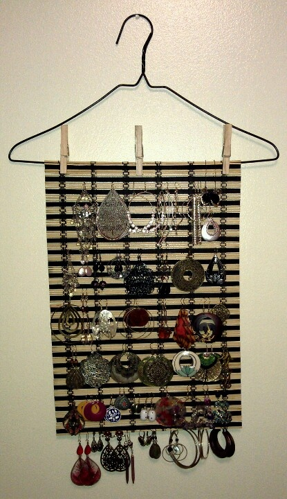 Organize earrings with bamboo placemat from the Dollar Tree.  Works with dangles, clasps, hoops and posts.  Secure.