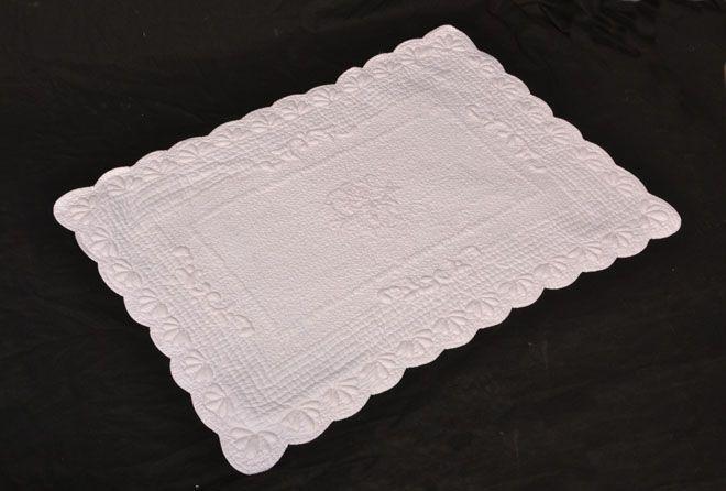 tapis coton Blanc 55 x 80 cm 75$ Contactez-nous  581-996-9001