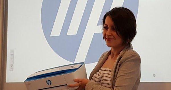 HP lança menor impressora multifuncional do mercado por R$600 no Brasil. Com dimensões reduzidas e visual descolado, a nova impressora multifuncional HP 3776 pode ser usada diretamente pelo smartphone e tablet via Wi-Fi. http://www.blogpc.net.br/2016/09/Impressora-multifuncional-HP-por-600-reais.html #HP #multifuncional