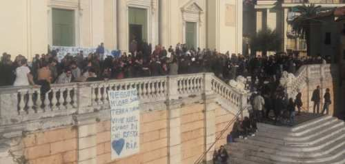 Liguria: I #funerali del #ragazzo suicida a Lavagna (link: http://ift.tt/2kxDpcr )