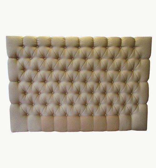 Specialtillverkad sänggavel, bredd 160 cm, höjd 110 cm. Beslag för upphängning på väggen ingår i priset. Tyg inskickat från kund.