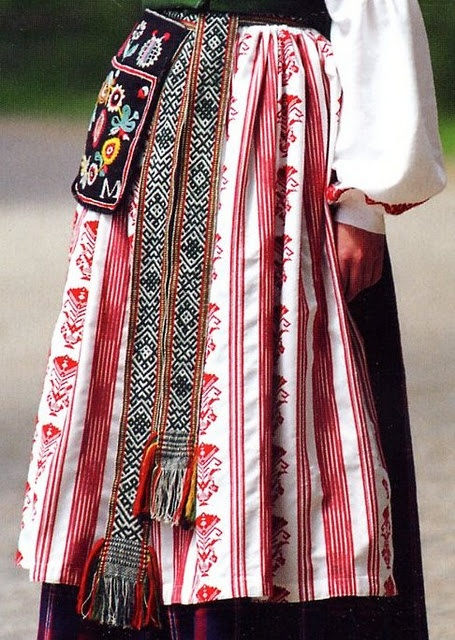 A beautiful blog about Eastern European   folk costumes.  Some great woven bands, as well as embroidery. Lithuania Minor, Mažoji Lietuva, or Klaipeda region, Lithuania
