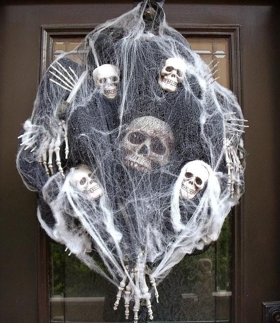 scary cool Halloween wreaths ideas skeletons skulls bones spider web