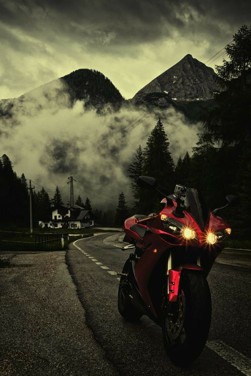 #whyweride #sportriders #sportbikes #livefreeordie #sporttouring #backpackeurope #twistedroads