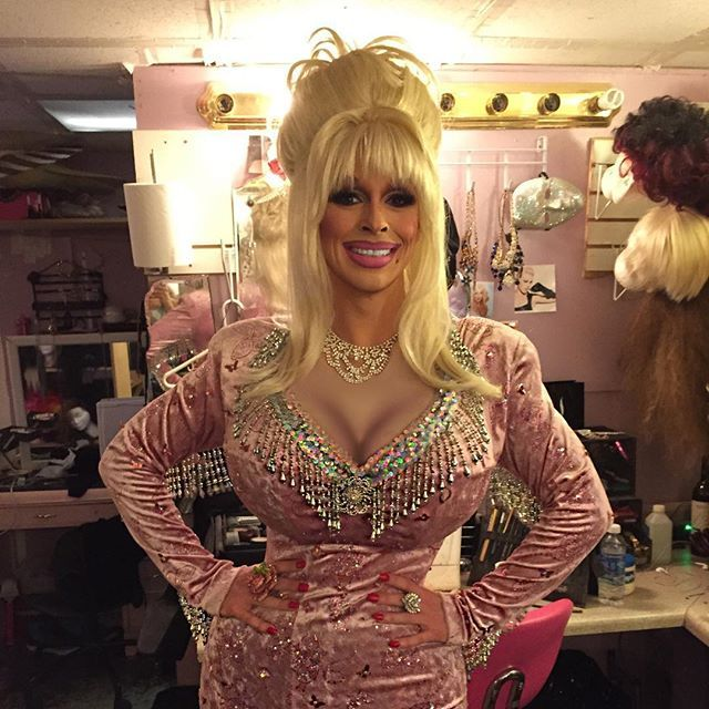 #mulpix Had so much fun serving some Dolly this weekend!! Hope you all are having a wonderful week. Can't wait to see you all next weekend.  #drag  #dragqueen  #dragshow  #seattle  #gay  #nightlife  #dollyparton  #dolly  #parton  #celebrityimpersonator  #impersonator  #lefaux  #lefauxshow  #julias  #juliasonbroadway  #brunch  #dragbrunch  #friday  #saturday  #sunday  #hair  #makeup  #beauty  #queenofcountry  #country