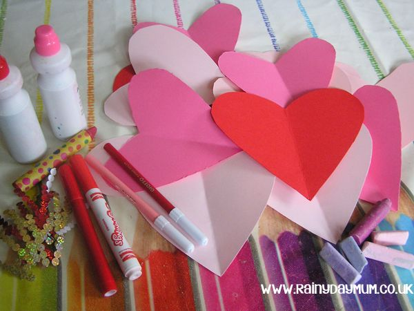 DIY Valentine's Day Bunting instructions: creative table for valentines