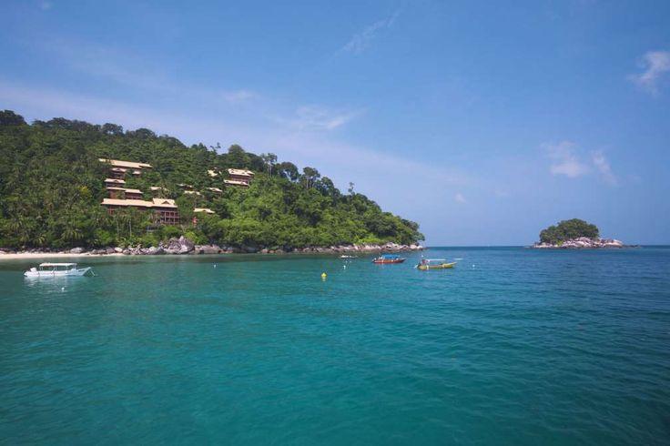 ÎLE DE TIOMAN, MALAISIE Cette île densément boisée mais presque inhabitée est entourée de plusieurs récifs coralliens, ce qui en fait un endroit populaire pour la plongée.