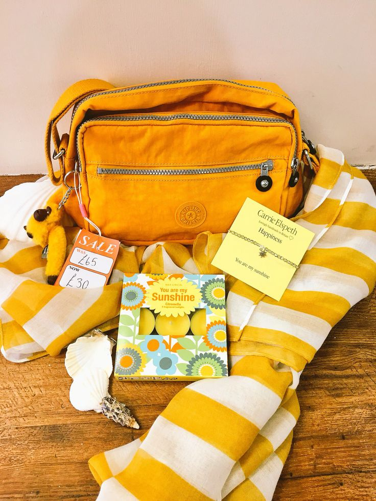 ☀️Here come the sun☀️bright cheerful yellow combo.