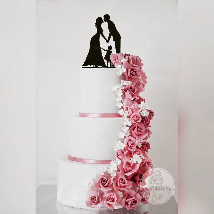 Düğün pastasınla devam edelim bugünde,Çok tatlı mı tatlı çiftim benim �������� #weddingcakes#weddingcaketopper#sekerdencicekler#düğün#sugarroses#sugarpaste#butterflycakesleyla#butikpasta#dugunpastasi#fondant#hadmade#dortmundeving#dortmund# http://gelinshop.com/ipost/1517566342269923733/?code=BUPeoxCFnGV