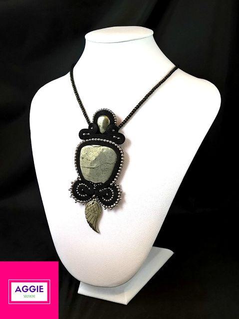 Czarny wisior sutasz z pirytem Black soutache pendant with pyrite