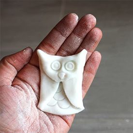 Easy baking soda dough Christmas ornament to make with kids: the little owl - Italian blog