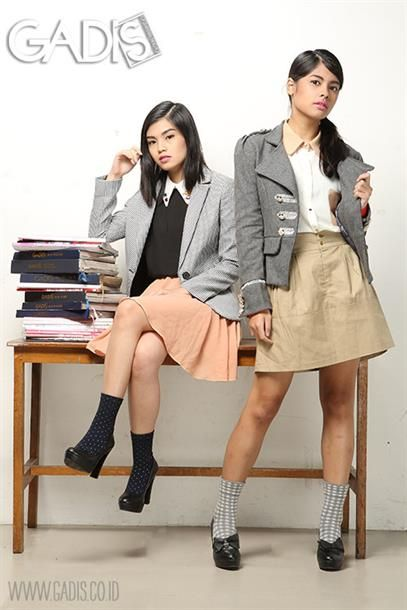 Blazer is the right answer for preppy and stylish look to school!