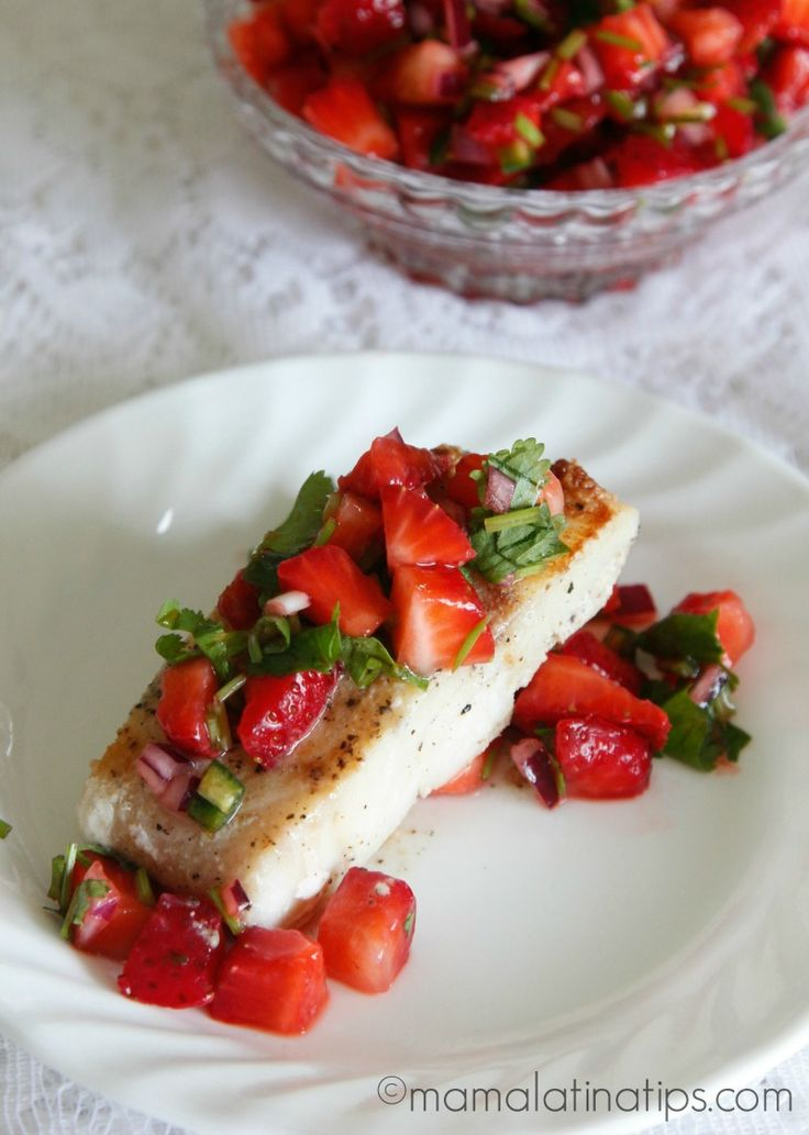 Gorgeous pan seared cod with strawberry salsa. This colorful and delightful salsa features strawberries, onion, serrano pepper, lime juice and cilantro. A great fish dish for Lenten Season. Easy Fish Recipes, Healthy Recipes, Healthy Meals, Fish Dishes, Main Dishes, Serrano Pepper, Strawberry Salsa, Food Festival, Gastronomia