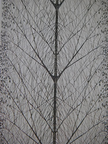 Inspired by trees, Viola Gråsten effectively uses symmetry to capture the characteristic fractal branching that occurs naturally in nature. Even in the organic realm, geometries come into play.