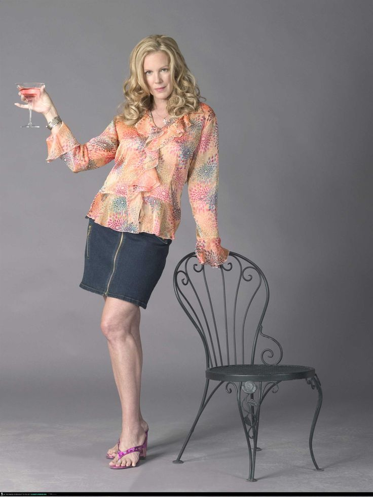 "Weeds S1 Elizabeth Perkins as ""Celia Hodes"""