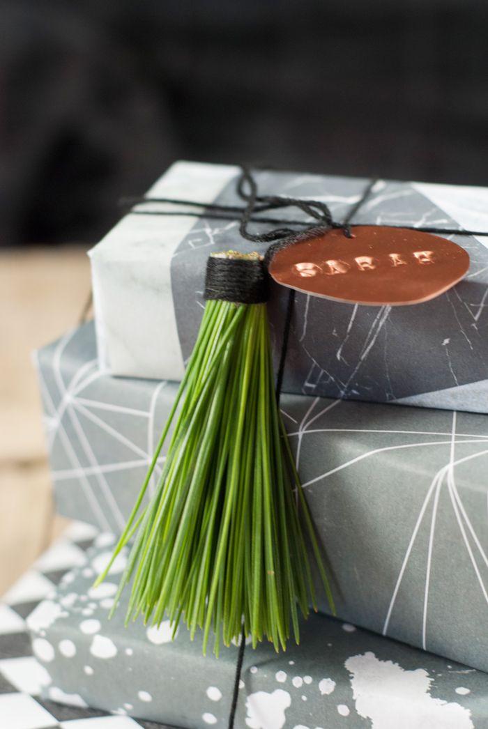Als ich diese hübschen Geschenkanhänger aus Kiefernnadeln das erste mal auf Pinterest entdeckt habe, war ich sofort hin und weg! Was für eine schöne Idee und so einfach… Beim Basteln kam ich …