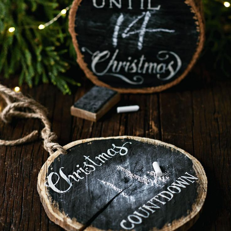 Great DIY to countdown to christmas - or just use it anyday for a rustic blackboard #DIY #DIYchristmas #blackboard #rustic