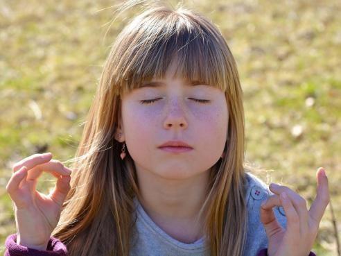 Calme et attentif comme une grenouille, la méditation pour enfants - Feminin Bio
