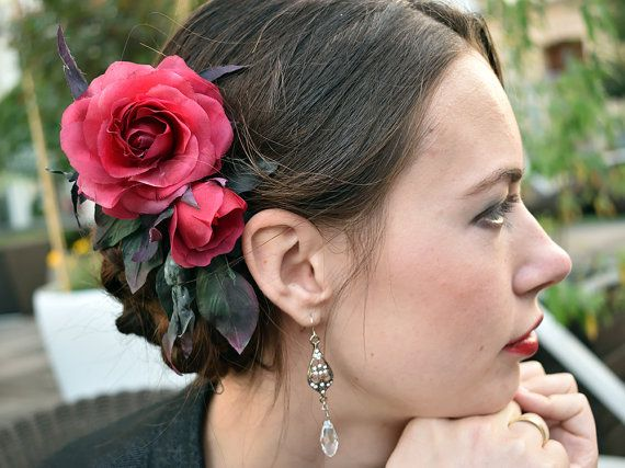 Marsala red rose, Red Wedding Hair Accessory, bridal hair clip, bridal hair accessories, wedding headpiece, wedding hair accessories, floral hair accessories bridal hair piece, faux pearls, floral hairpiece, alligator hair clip  This is a floral alligator clip which you can wear at the side, the back or however you like to create a gorgeous headpiece.  Flowers are made entirely by hands from thin silk.  Size  You can ask me any questions and I will certainly answer you. Each piece is unique…