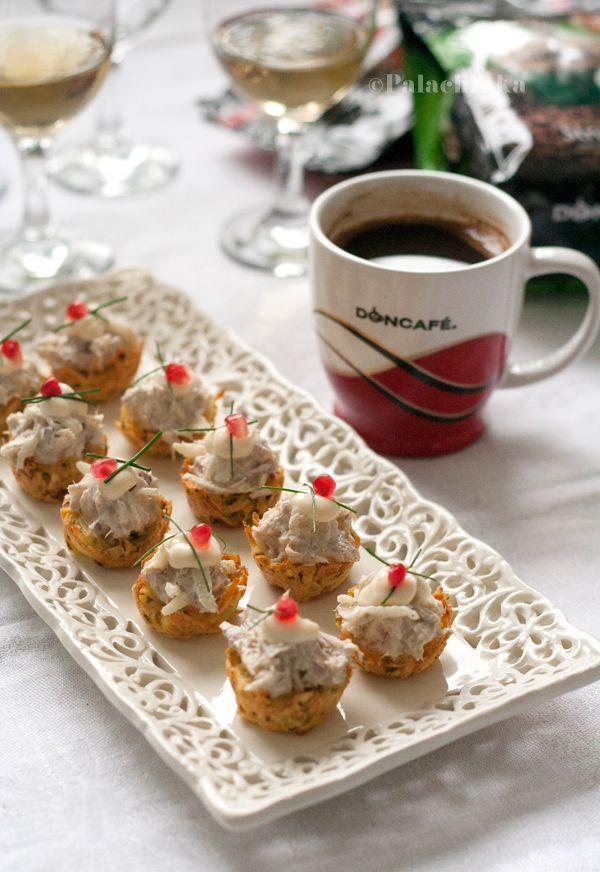Korpice od krompira sa salatom od skuše :) http://www.najboljamamanasvetu.com/wp-content/uploads/2013/11/16-recepata-za-slavska-predjela-i-sitne-kolace4.pdf
