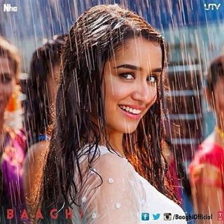 New Still From #ChamCham #Baaghi ❤ @shraddhakapoor is looking heavenly gorgeous.
