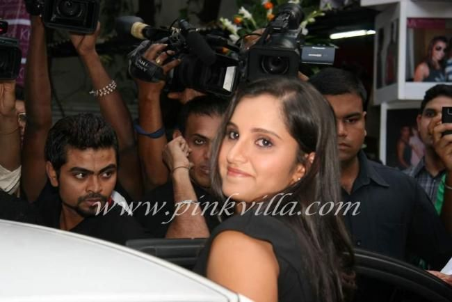 Sania Mirza at mansoor khan store launch. | PINKVILLA