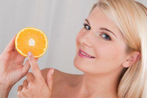 So können Sie DIY Fruchtsäurepeeling selber machen. Rezepte und Anleitungen für pflegendes Fruchtsäurepeeling. Natürliche Fruchtsäuren sorgen für eine glatte Haut ...