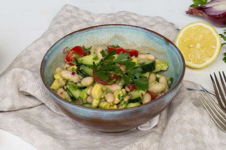 Bio-Rezept von Ellen Panescu: Mediterraner Cannellini Bohnen Salat - Rapunzel Naturkost