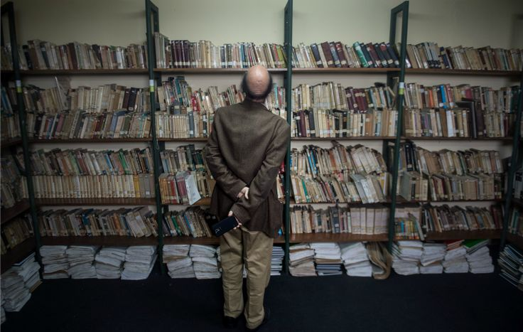 """Buchclubs und Online-Lesegemeinschaften wie Emma Watsons """"Our shared Shelf"""" erfreuen sich großer Beliebtheit. Was können sie, was klassische Literaturkritik nicht kann?"""