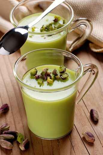 budino al pistacchio nel bicchiere di vetro (panna cotta pistache)