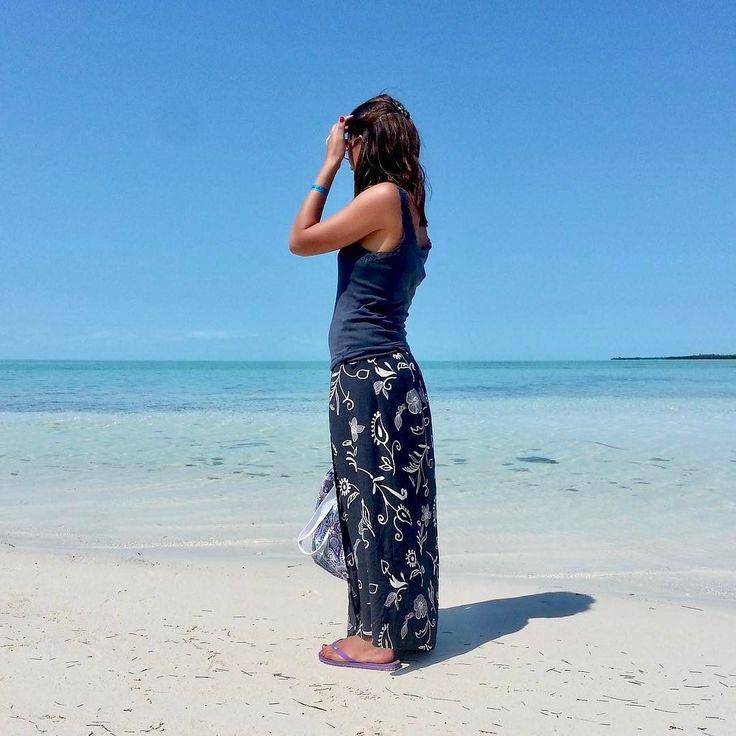 Ma che scherzi sono questi.... è sabato sono al lavoro e il pc mi tira fuori questa foto fatta ai Caraibi mentre io sono qua pallida infreddolita e piena di maglioni addosso..... Sono proprio una zingara.. da piedi nudi e pareo... voglio l'estateeeeeeeee  . . . #travelgram #thegoodlife #cruise #vacaymode #traveltips #travelfriendly #wheretonext #photography #photooftheday #portrait #photogram #behindthescenes #photoshoot #photog #popular #instagood #iphonesia #photooftheday #instamood…